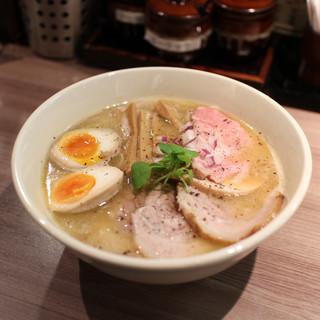 ラーメン専門店 拉ノ刻 - 料理写真:全部のせ濃厚鶏白湯らーめん☆