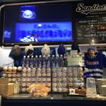 BASEBALL CAFE & BAR Sandlot - たくさんのサインボール
