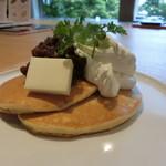 古今和洋菓子処 古今果 - あんバターと生クリームのパンケーキ