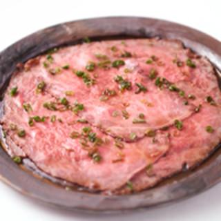 和の職人が黒毛和牛を中心としたお料理でもてなします。