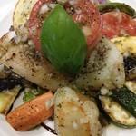 71320829 - 「マトウダイとたっぷり野菜のメインサラダ仕立て」のアップ。