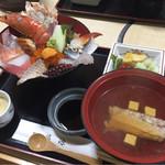 割烹 福源 - 海鮮丼 ご飯半量