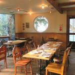 アーヴィング プレイス - 西陽が当たるテーブル