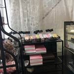 71336522 - 焼き菓子の棚