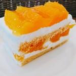 71338444 - オレンジのショートケーキ@670円