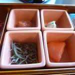 杜氏賛歌 - 日本蜜峰の山蜜漬け紀州南高梅、八雲産の鱈子、雑魚とわさび漬け