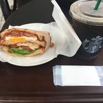 スターバックスコーヒー - クラブハウスサンドイッチ(560円) ドリップコーヒー(360円)