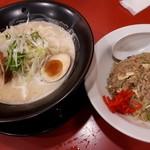 江南 JRセントラルタワーズ店 - 丸鶏ラーメンと半チャーハン