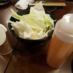 博多かわ屋 - キャベツは食べ放題
