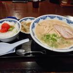 博多麺房 赤のれん - セット