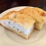Trattoria Cipresso - 自家製パン 2人分