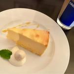 Trattoria Cipresso - シチリアのレモン香る レア焼きチーズケーキ (♡ >ω< ♡)