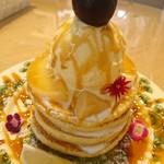 ホシカワカフェ - 白桃とギリシャヨーグルトのパンケーキ