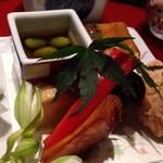 九州の旬 博多廊 - ◆中央には八寸ではないですが、趣向の似たお料理が盛合されています。 「鶏の竜田揚げ」「鰻寿司」「青豆の煮びたし」「バターポテト」etc.