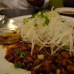 7135180 - 納豆肉みそ?レタスにくるんで食す。ぐー。