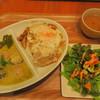プーケット オリエンタル - 料理写真:Aランチ:ハーフガパオライスとハーフグリーンカレー2コンボ&サラダセット