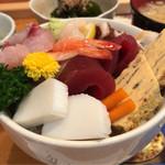 すし田村 - 料理写真:ちらし 1290円。