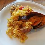 71350824 - ムール貝など魚介の旨味に、ジューシーな肉汁のイベリコ豚が贅沢~