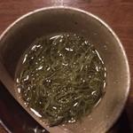 廻 - 料理写真:付きだしの めかぶ酢
