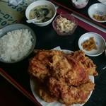 中華料理 順和園 - 唐揚げの比率にご飯は少な目に見える