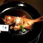 71353971 - 金目鯛煮付け定食の金目鯛(皿も大きくて凄い)