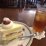 71353978 - ショートケーキ