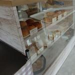 石村パン店 - 店内の様子