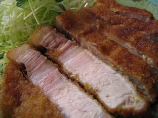 とんかつ ひやま - 肩近くの、脂が複層に入るロース肉
