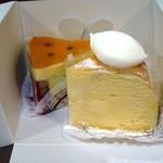 71360472 - 右から チーズケーキ、シュルプリーズ・デ・ボワ
