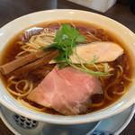 らぁ麺 紫陽花 - らぁ麺 紫陽花(愛知県名古屋市八剱町)醤油らぁ麺 730円