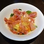 W;Hall - 生ハムとトマトの冷製パスタ ¥1000
