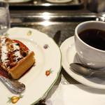 71362198 - 木ノ実のタルトとコーヒー