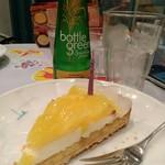 71365355 - パイナップルとチーズムースのタルトとレモングラスジンジャー