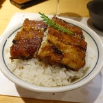 柳家錦 - 長良川上流の天然ウナギを使った、絶品中入り鰻丼