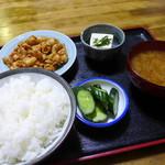 ともゑ食堂 - ホルモン定食(780円)