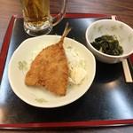 すばる - 170419アジフライ200円、ワカメ酢100円、生ビール300円