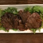 イタリアン&肉バル 北の国バル - 牛タンのグリル柔らか春菊とシーズニング  コレ旨し♪