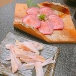 国産黒毛和牛 炭火焼肉 喜楽 - 塩タンとサンカク(やげんなんこつ)