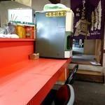 味登利食堂 - 店内 給水機も年季入ってます