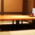 稲田屋 - 掘り炬燵式のテーブル席