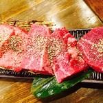 焼肉ここから はなれ - 伝説盛(分厚いタン+ハラミ+ヒレ=¥4,980)