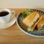 Café Viscaccha - 料理写真:「Viscaccha ブレンド」&「チキンカレー&チーズグリルサンド」