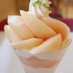 タカノフルーツパーラー - おかやま夢白桃パフェ