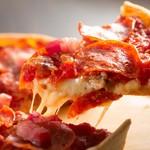 エール ビアアンドピッツァ - 料理写真:チーズたっぷり、厚みのあるピザ!食べ応えがあります!