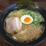 拓味亭 足立店 - 黒豚とんこつラーメン