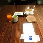 71375180 - 和朝食3,000円、ジュースはセルフ