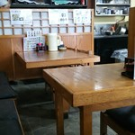 田中屋 - テーブル席