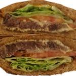 サントゥーダイナー - コンビーフサンドイッチ