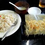 中華料理 餃子屋台 - 『ガーリックチャーハン』と『焼餃子(5個)』