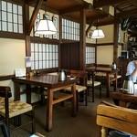 赤坂有薫 - 民芸的店内雰囲気